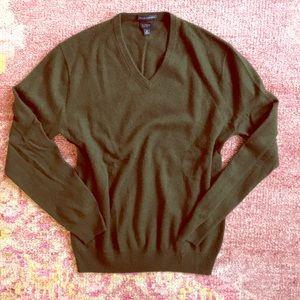 men's green v-neck long-sleeved cashmere sweater